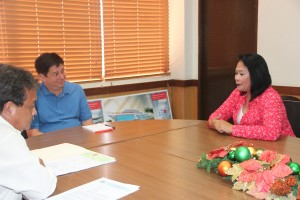 DSWD Assistant Secretary Vilma Cabrera and Regional Director Nestor Ramos engage in light conversation with Tacloban City Mayor Alfred Romualdez during the turn over of ESA check.