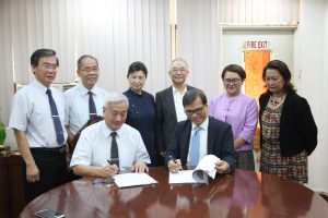Department of Social Welfare and Development (DSWD) Officer-in-Charge (OIC) Emmanuel A. Leyco (seated right) signs a memorandum of agreement (MoA) with Tzu Chi Foundation Inc. CEO Henry Yunez (seated left) to formalize the Department's partnership with the non-profit organization in providing rice assistance to poor and disadvantaged Filipinos. The MoA signing was also graced by officials from Tzu Chi Foundation, Inc. and DSWD executive committee members, Usec. Malou Turalde-Jarabe (2nd from right) and Usec. Hope Hervilla (right).